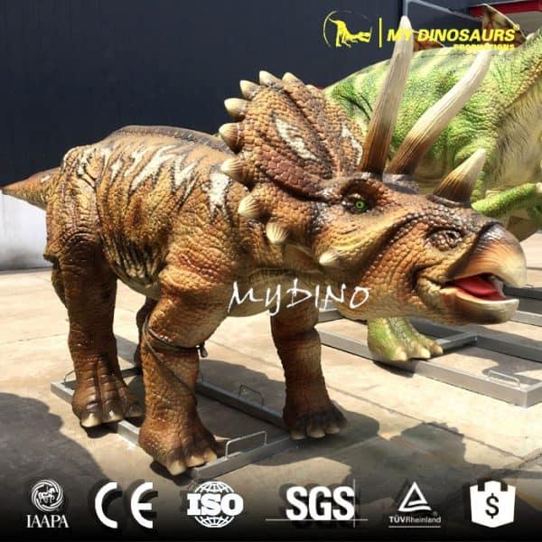 dinosaur world triceratops