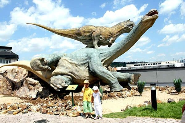Take photo with dinosaurs