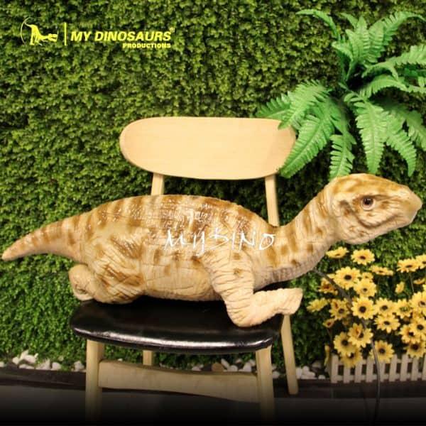 baby dinosaur iguanodon 1