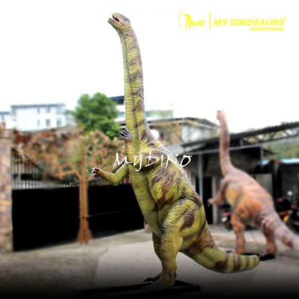 lifesize robotic dinosaur