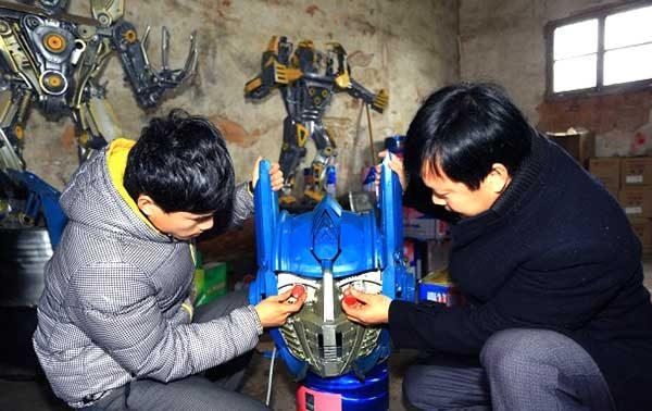 Making Huge Transformer Robots From Old Car Parts1