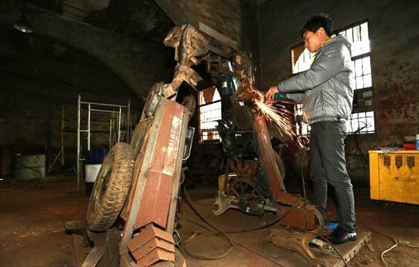 Making Huge Transformer Robots From Old Car Parts2