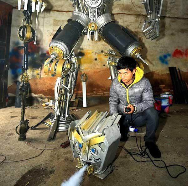 Making Huge Transformer Robots From Old Car Parts4