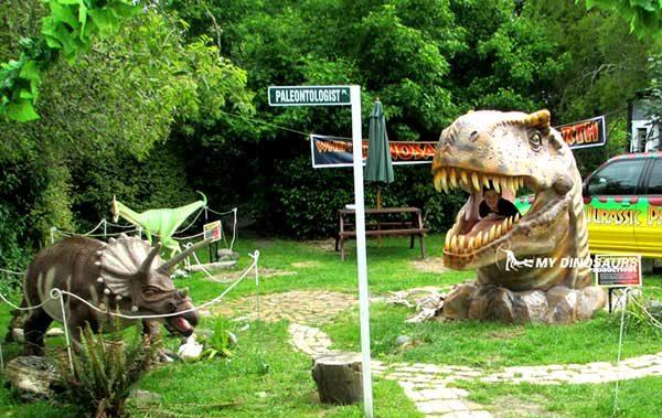 Encounter Dinosaurs in Mini Golf Course8